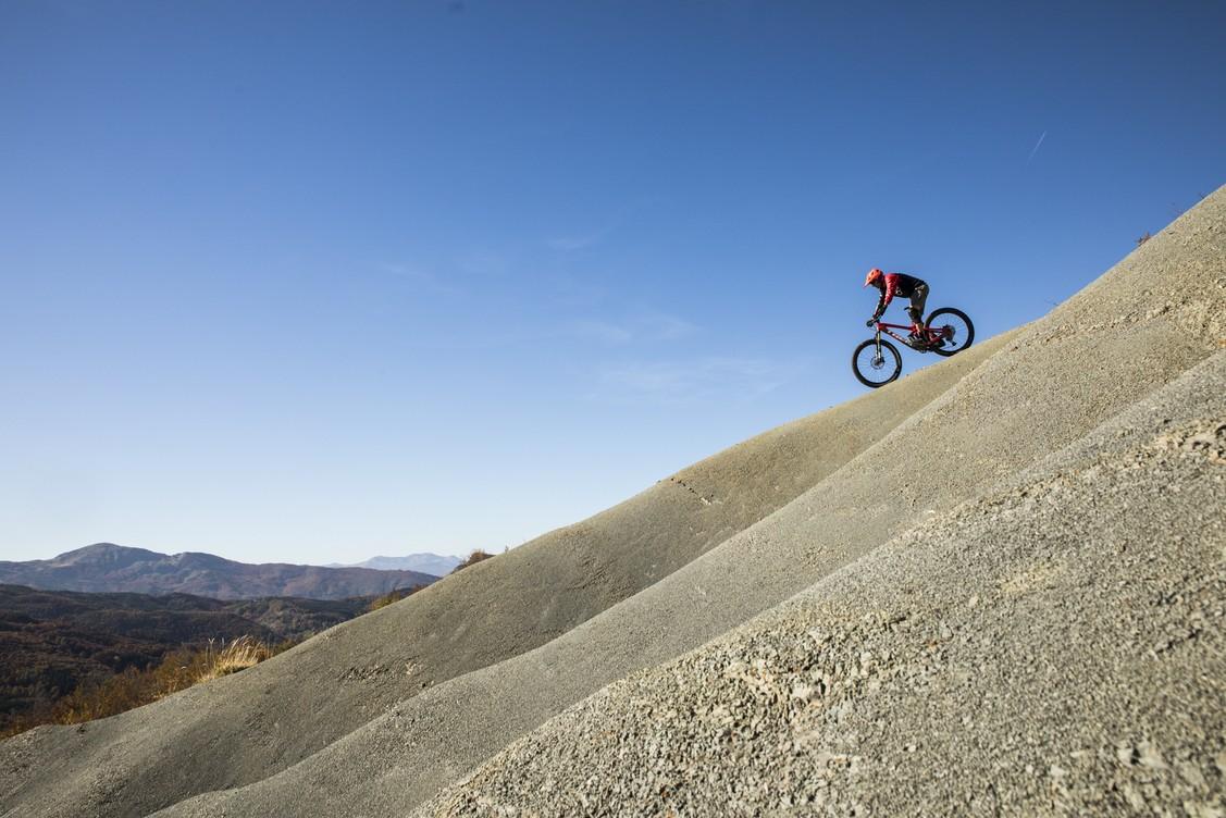 Technique, détermination et divertissement: les tracés de Downhill vous attendent